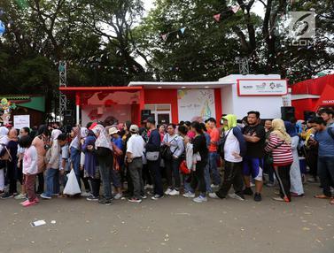 Rela Antre Sebelum Toko Buka, Demi Suvenir Asian Games