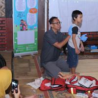 Mengatasi mimisan pada anak tidak boleh sembarangan. Komunitas Safe Kids Indo memberi petunjuknya. (Fotografer: Deki Prayoga/FIMELA.com)