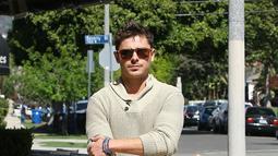 Cobalah sesekali tampil informal dengan celana pendek polos yang sedang trend saat ini. Celana dengan panjang sepaha sampai selutut ini dapat dipadukan dengan berbagai macam busana atas seperti tshirt, polo shirt maupun kemeja. (Istimewa)