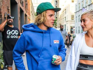 Justin Bieber sepertinya sudah tak sabar untuk menikahi tunangannya, Hailey Baldwin. (Elle)