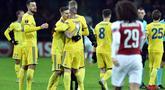 Selebrasi gol yang dicetak oleh Bate Borisov ke gawang Petr Cech pada leg 1,32 besar Liga Europa yang berlangsung di stadion Borisov Arena, Borisov, Jumat (15/2). Arsenal tumbang 0-1 kontra Bate Borisov. (AFP/Sergei Gapon)