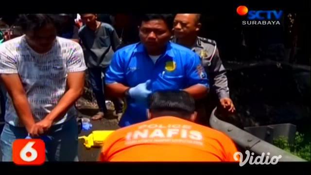 Seorang pria tanpa identitas ditemukan tewas dengan kondisi berlumuran darah di tepi jalan nasional Surabaya-Madiun, Jombang. Pria ini diduga kuat menjadi korban pembunuhan.