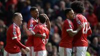 Para pemain MU merayakan gol yang dicetak Marcus Rashford ke gawang Aston Villa pada laga Liga Inggris di Stadion Old Trafford, Manchester, Sabtu (16/4/2016). MU menang 1-0 atas Aston Villa. (AFP/Oli Scarff)