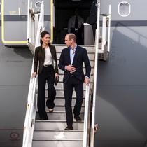 Kate Middleton dan Pangeran William sampai di RAF Akrotiri, Limassol, Siprus, 5 Desember 2018. (IAKOVOS HATZISTAVROU / AFP/Asnida Riani)