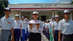 Para paskibra ini terlihat kompak mengenakan kaos putih, celana training serta topi, Jakarta, Kamis (14/8/14). (Liputan6.com/Faizal Fanani)