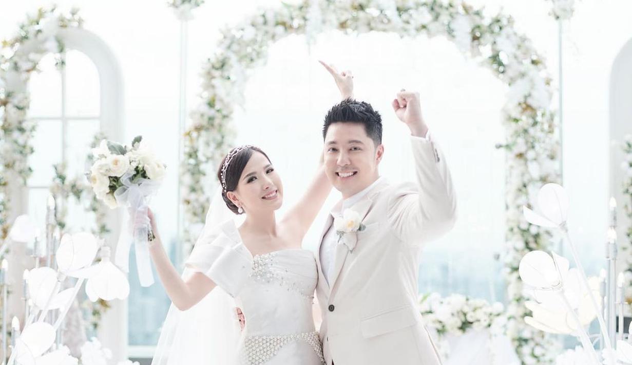 Angela Tee resmi menikah dengan Goldwin Yustantio, seorang penugsaha dan produser musik. Keduanya melangsungkan pernikahan pada 28 Februari 2021 di The Westin Hotel Kuningan, Jakarta Selatan. (Liputan6.com/IG/@anqela.tee).