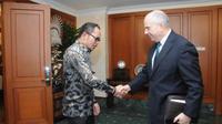 Menaker M Hanif Dhakiri menerima kunjungan Duta Besar Amerika untuk Indonesia, Joseph R. Donovan Jr membahas program pemagangan.