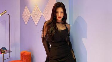 Joy menjadi salah satu member Red Velvet yang cukup aktif mengunggah kegiatan di media sosial. Artis naungan SM Entertainment ini pun sering kali curi perhatian dengan berbagai gaya penampilannya. (Liputan6.com/IG/@_imyour_joy)