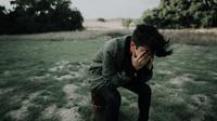 Ilustrasi pria sedih, kecewa. (Photo by Francisco Gonzalez on Unsplash)
