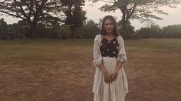 Mendapatkan respon yang baik dari para pecinta musik. Nadin Amizah akhrinya mengeluarkan single pertamanya yang berjudul 'Rumpang'. (Liputan6.com/IG/cakecaine)