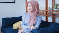 Selebgram dari Korea Selatan yang sempat mampir ke Indonesia ini bisa jadi inspirasi bagi kamu yang berhijab, yuk, sontek  stylenya Ayana!