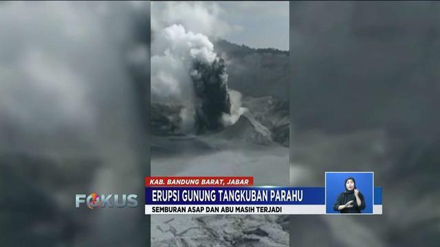 Gunung Tangkuban Parahu kembali semburkan asap dan abu vulkanik pada Sabtu pagi.
