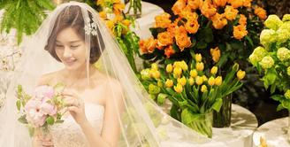 Pernikahan Park Eun Ji sukses membuat publik terkejut. Pasalnya pubik tak mengetahui jika Park Eun Ji menjalin asmara dengan pekerja kantoran. (Foto: instagram.com/egeeparkcom)
