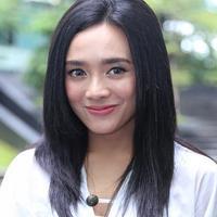Dhea Ananda berbagi tips tetap cantik saat traveling. (Adrian Putra/Fimela.com)