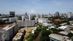 Suasana kota Jakarta dilihat dari lantai 15 Gedung Mina Bahari IV KPP, Rabu (26/10). 2015 silam, Indonesia berhasil melakukan penyelesaian 9 gedung dan menempati posisi kedua negara dengan penyelesaian gedung terbanyak. (Liputan6.com/Helmi Fithriansyah)