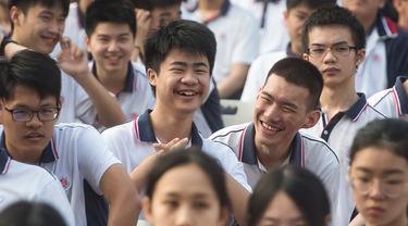 Antusias Siswa di Wuhan Memulai Semester Baru