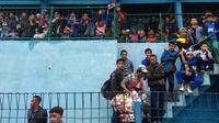 Bobotoh Persib Bandung meramaikan uji coba T-Team Malaysa melawan Persigar Garut. (Bola.com/Permana Kusumadijaya)