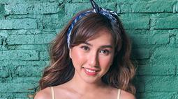 Louise yang kini tinggal di Bali semakin terlihat cantik dengan kulitnya yang sedikit lebih coklat ya. Semakin seksi aja ya. Banyak warganet yang memuji kecantikkannya saat ini, (Liputan6.com/IG/louiseans)