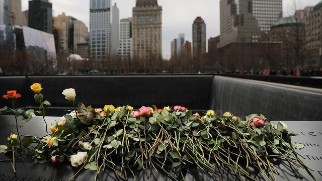 Bunga Mawar untuk Korban Serangan Bom WTC di Peringatan 25 Tahun