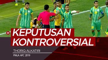 Berita video wasit asal Indonesia, Thoriq Alkatiri, membuat keputusan kontroversial di Piala AFC 2019 pada laga Al Qadsia melawan Malkiya.