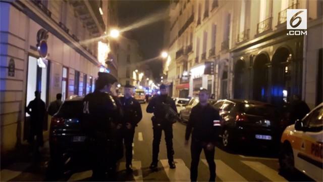 Serangan pisau terjadi di Paris. Satu orang dilaporkan tewas dan beberapa lainnya terluka parah setelah seorang penyerang menikam sejumlah pengguna jalan di pusat kota itu pada Sabtu 12 Mei 2018 waktu setempat.