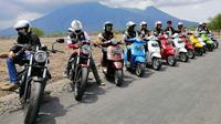PT Piaggio Indonesia menggelar touring menjelajahi dua pulau di Indonesia dalam rangka memperingati 50 Tahun Vespa Primavera. (ist)