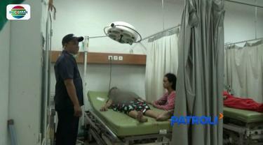 Diduga lantaran menolak ajakan rujuk, wanita di Karawang, Jawa Barat, menjadi korban penusukan oleh mantan suaminya.