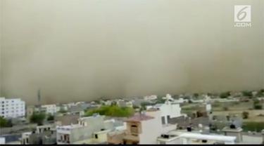 Beredar video mengerikan badai pasir besar melanda India.