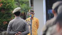 Wali Kota Tarakan Khairul memimpin apel pengerahan pasukan Satpol PP yang dilaksanakan di Halaman Kantor Satpol-PP Kota Tarakan pada Kamis, 12 Agustus 2021.