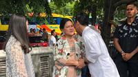 Gibran Rakabuming meminta restu kepada ibundanya Iriana Jokowi (Dok.Instagram/@gibran_rakabuming/https://www.instagram.com/p/B59ly5ZBA2B/Komarudin)