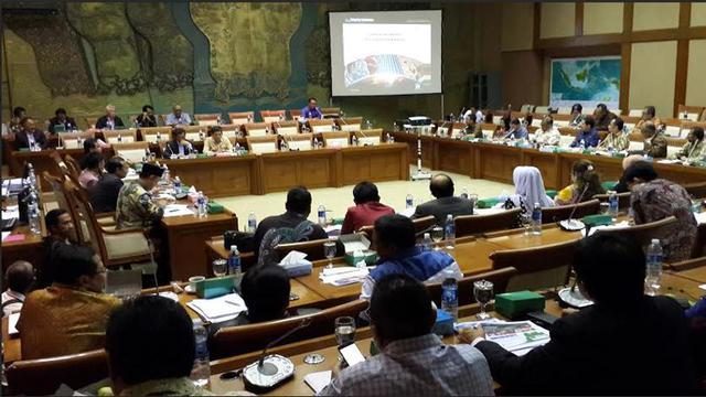Hasil gambar untuk Rapat Dengar Pendapat Komisi VII DPR RI