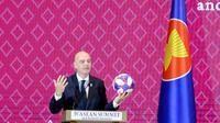 Presiden FIFA Gianni Infantino menyampaikan sambutan pada acara penandatanganan Nota Kesepahaman antara FIFA dan ASEAN di Bangkok, Thailand, Sabtu (2/11/2019). Penandatanganan itu dalam rangkaian acara KTT ke-35 ASEAN dan disaksikan para pemimpin negara-negara ASEAN. (Liputan6.com/Biro Pers Setpres)