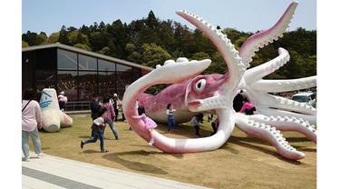 Jepang Gunakan Dana COVID-19 Rp 3 M untuk Bangun Patung Cumi-Cumi, Jadi Sorotan