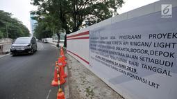 Poster pengumuman penutupan Jalan Setiabudi Tengah terlihat, Jakarta, Minggu (16/6/2019). Akibat penutupan jalan ini Dishub melakukan rekayasa lalu lintas, yakni dari arah Tanah Abang menuju Rasuna Said diahlikan melewati Jalan Margono Djoyokusumo. (merdeka.com/Iqbal S. Nugroho)