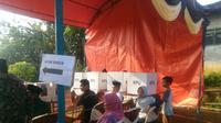 Satu Tempat Pemungutan Suara (TPS) di Desa Bunar, Sukamulya, Kabupaten Tangerang, hari ini melaksanakan pemungutan suara ulang (PSU).