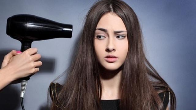 6 Trik Rahasia Dapatkan Rambut Lurus Tanpa Alat Styling - Fashion ... c6011ac95a