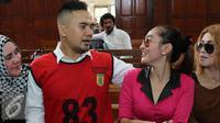 Indah Sari (mengenakan baju merah muda) menjadi saksi di sidang dugaan pelecehan seksual Saipul Jamil di Pengadilan Negeri Jakarta Utara, Senin (23/5/2016). [Foto: Herman Zakharia/Liputan6.com]