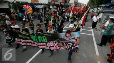 Sejumlah elemen masyarakat mengikuti aksi peringatan pemberontakan G 30 S-PKI di Jl Malioboro,Yogyakarta, Jumat (30/9). Aksi ini dilakukan untuk menangkal paham komunisme di Indonesia. (Liputan6.com/ Boy Harjanto)