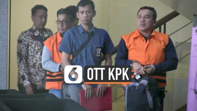 Setelah menahan Bupati Indramayu Supendi akibat kasus korupsi proyek di Kabupaten Indramayu, KPK juga menahan 2 pejabat di Kabupaten Indramayu. Keduanya akan ditahan selama 20 hari.