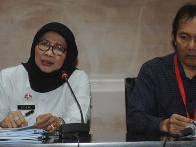 Dirjen Pemasyarakatan (PAS) Sri Puguh Budi Utami (kiri) dan Wakil Ketua KPK Saut Situmorang memberikan keterangan usai menggelar rapat koordinasi di Gedung KPK, Jakarta, Selasa (19/3). (merdeka.com/Dwi Narwoko)