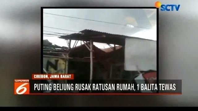 Ratusan rumah rusak berat diterjang angin puting beliung di Cirebon. Akibatnya, seorang balita meninggal dunia dan 10 warga terluka akibat tertimpa puing bangunan.