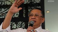 Ketua DPR Bambang Soesatyo saat hadir dalam rillis survei yang diadakan lembaga survei Charta Politika Indonesia di Jakarta, Selasa (28/8). Survei bertema 'Rapor DPR'. (Liputan6.com/JohanTallo)