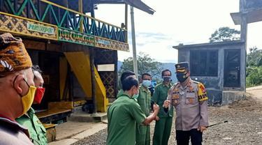 Kapolres Lebak, AKBP Ade Mulyana, Saat Meninjau Destinasi Wisata Negeri Di Atas Awan. (Minggu, 27/12/2020). (Dokumentasi Polres Lebak).