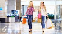 Ilustrasi Belanja di Pusat Perbelanjaan (iStockphoto)