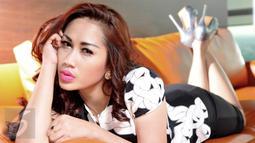 Wanita cantik yang lahir pada 29 Mei 1982 ini memiliki nama lahir Eka May Linda, Jakarta, Senin (23/11/2015). (Liputan6.com/Gempur M Surya)