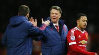 Manajer Manchester United Louis van Gaal merayakan kemenangan 1-0 atas Watfrod dalam lanjutan Liga Inggris, Kamis (3/3/2016). (Liputan6.com/Reuters / Jason Cairnduff Livepic)
