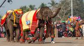 Kawanan gajah menyuguhkan tarian di Festival Gajah 2020 yang digelar di Provinsi Xayaboury, Laos utara, pada 22 Februari 2020. Festival tahunan yang kali ini berlangsung dari 22 Februari hingga 28 Februari tersebut telah diadakan sejak 2007 di Provinsi Xayaboury. (Xinhua/Kaikeo Saiyasane)