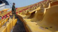 Kursi penonton di Stadion Gelora Sriwijaya JSC Palembang yang dirusak oknum suporter Sriwijaya FC (Liputan6.com / Nefri Inge)