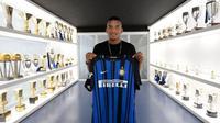 Inter Milan telah merampungkan transfer Dalbert Henrique dari OGC Nice pada 9 Agustus 2017. (dok. Inter Milan)