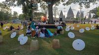 Suasana Festival Payung Indonesia 2019 di Taman Garuda Mandala, Komplek Candi Prambanan, Kabupaten Klaten, Sabtu ( 7/9/2019). Acara ini diadakan secara tahunan dengan peserta dari beberapa provinsi di Indonesia serta dari Spanyol dan Thailand. (Liputan6.com/Gholib)